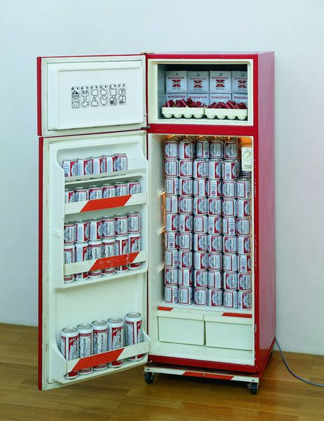 Here an object of the artist Tom Sachs is displayed, which consists of a refrigerator filled with Budweiser beer cans, shotgun shells and cartridge boxes.