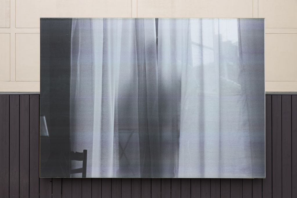 Billboard with Black-and-white photograph, the shadow of a person standing behind a curtain, Felix Gonzalez-Torres, Sammlung Goetz, Munich