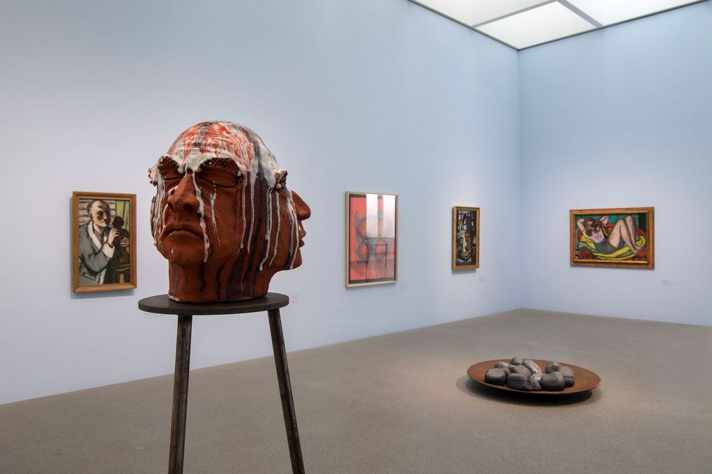 Exhibition space of the Pinakothek der Moderne with sculpture by Thomas Schütte (head with three faces on a high pedestal) and paintings by Max Beckmann, Sammlung Goetz, Munich